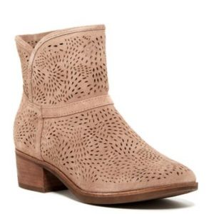 New Ugg Darling Perorated Suede Boots 8
